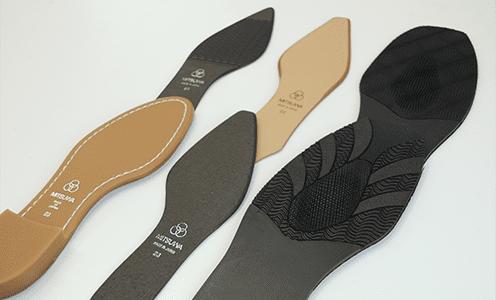 耐久性の高いゴム素材の靴底は、返りの良い素材や合成クレープも取り扱っています。